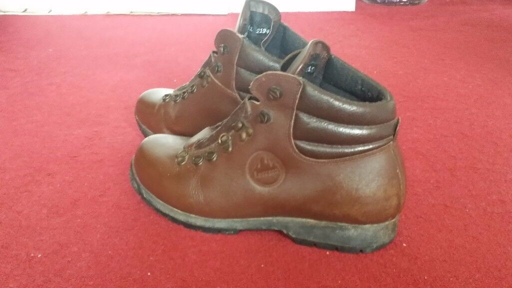 Ladies good quality walking boot . Size 8 £12 !