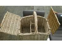 Wicker wine hamper/basket