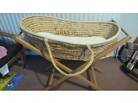 Moses basket set with matress, stand and sheets