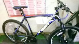 "BRAND NEW 27.5"" MOUNTAIN BIKE WITH DISKS"