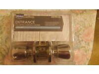 Wickes polished chrome door knob lock set