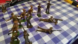 vintage lead soldiers 11 in total,