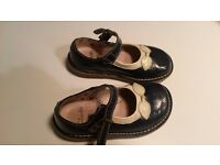Clarks Size 6F childs shoes - near perfect condition