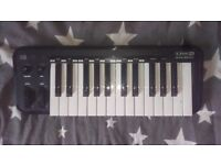 Line 6 Mobile Keys 25 Midi Keyboard, worth £75 selling £30
