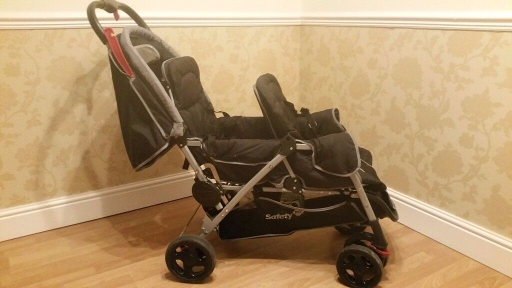 Safety 1st Double buggy with rain cover. Mint condition. Smoke/pet free house.