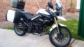 TRIUMPH TIGER 800 ABS IN WHITE WITH LOADS OF EXTRAS VERY GOOD CONDITION AND VERY CLEAN