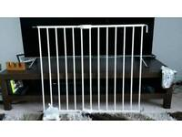 Lindon expanding baby gate excellent condition