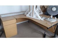 USED x3 OAK OFFICE CORNER DESKS/WORK STATIONS AND MATCHING FREESTANDING LOCKING DRAWERS