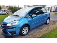 Citroen C4 Picasso 1.6 Diesel EGS Exclusive with Parrot bluetooth phone kit and 12 months MOT