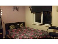 Spacious light double room with ensuite bathroom all bills included available for 2 months