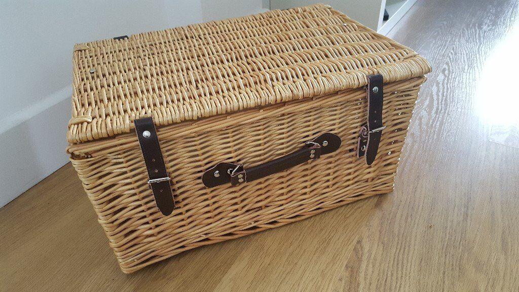 Extra Large Natural Wicker Hamper Basket / Picnic Basket - Extra Large - NEVER USED