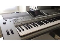 Yamaha PSR S710 Keyboard with stand and Music rest.