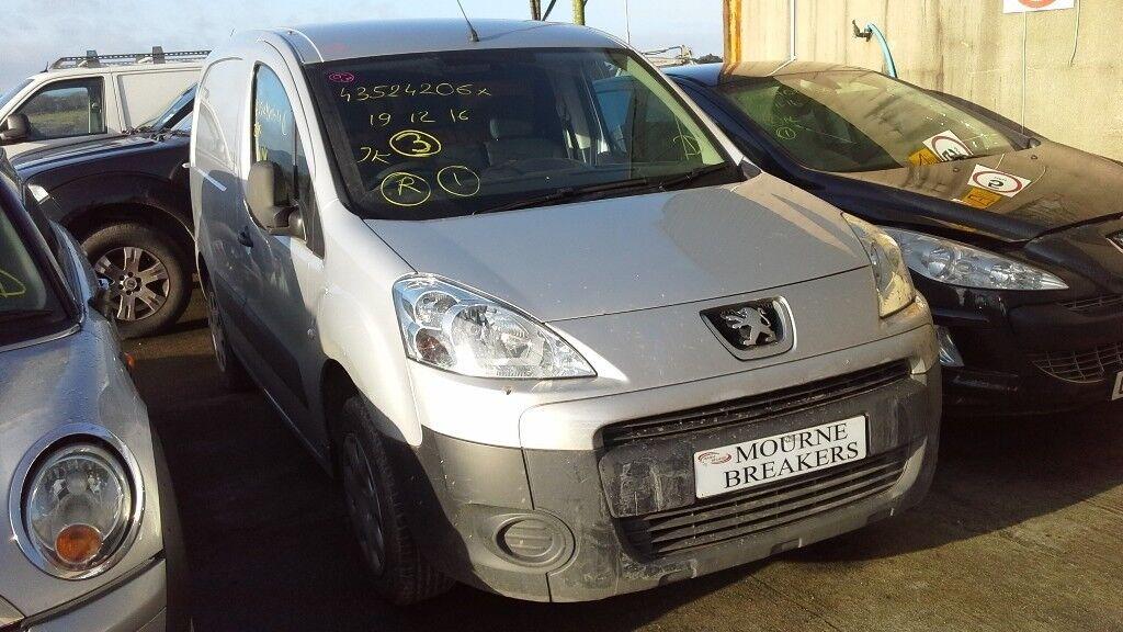 **FOR BREAKING** 2011 Peugeot Partner van.