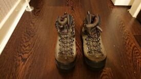 NorthFace Vibram hiking/hillwalking/mountain boots in excellent condition Size 7