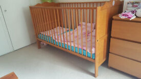 Pine wood cot bed adjustable levels very good condition nice and clean