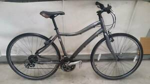 SPECIALIZED >Bicycle Suitable for M/F< Riddells Creek Macedon Ranges Preview