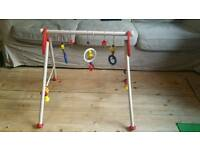 Heimess baby gym red with ducks