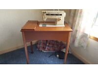 Singer sewing machine UK model 514 craft hobby general sewing with zig-zag