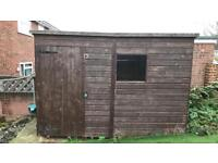 8x6 wooden shed in excellent condition
