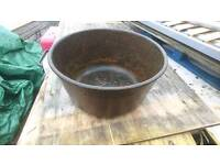 Drakes and fletchers cast iron feed bowl