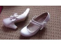 Girls dancing/dress up Size 2 low heel shoes