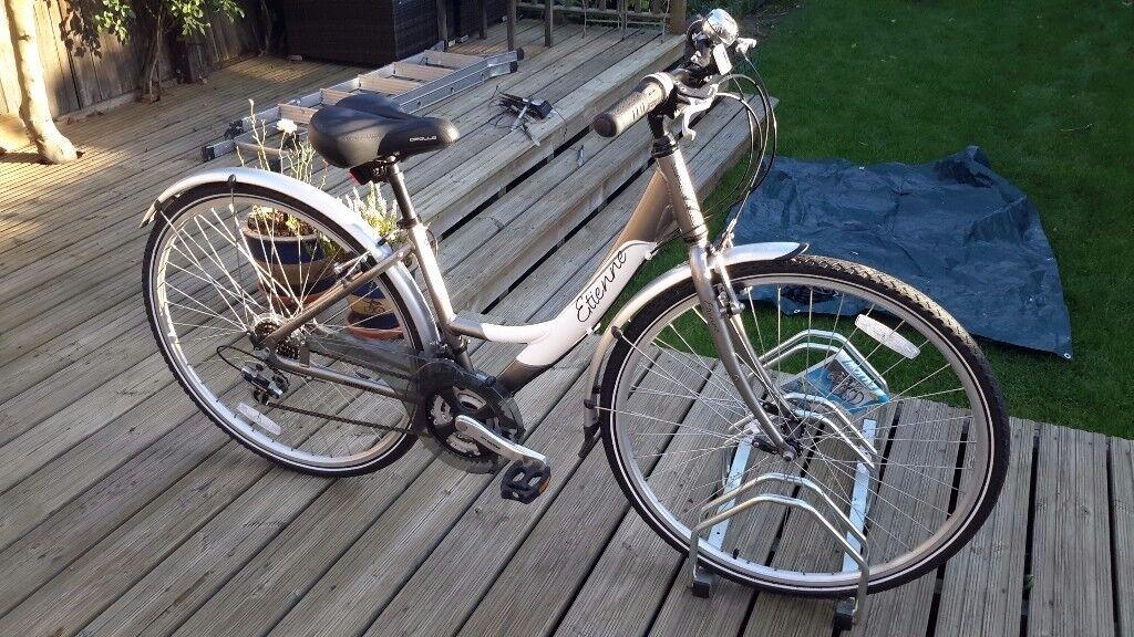 Ladies bicycle. Etienne, 18 gears, 16 inch frame. Not used.