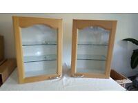 2 X 500MM KITCHEN GLAZED DOOR LIGHT OAK STYLE WALL CABINETS. APPROX 720MM TALL. GOOD CONDITION.