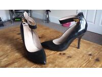Ladies black shoes, size 7. Moda in Pelle. Brand New without box.