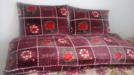 floor siting for sale with 2 big cushion only £30 ring on 07417417841