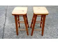 PAIR OF SOLID WOOD BREAKFAST BAR STOOLS GOOD CONDITION