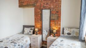 Stylish Twing Room with your friends Close To woodgreen , Turnpike line ,bruce grove
