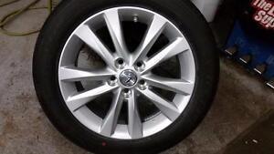 225 65 17 / 235 55 18 Michelin 99% tread on OEM Toyota Rav4 / Lexus RX alloy rims / TPMS -- $1400 or $1700 on Black rims