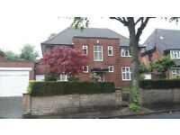 5 bed semi-detached house. Fully furnished. Easy access to City Centre and local train station.
