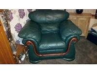 3 seater sofa and 2 chairs £25 quick sale