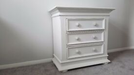 Lovely quality white Chest of Drawers