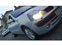 RENAULT CLIO 16V AUTO INITIALE TOP OF RANGE XENONS, LEATHER, RAIN SENSOR, SAT NAV