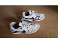 Size 9 Nike air trainers