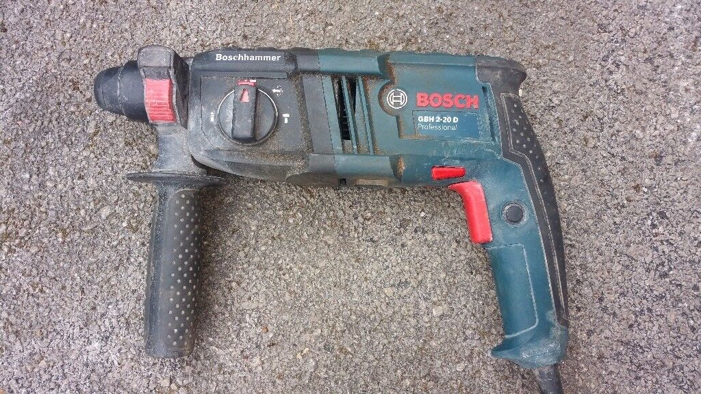 Bosch gbh2-20d working but need atention! good for parts or repair!Can deliver or post!thank you!