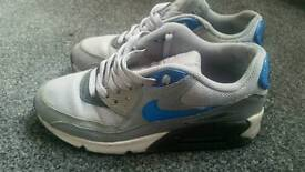Nike air trainers size 5 1/2