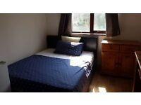 Spacious double bedroom in central Cambridge