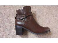 Women's boots size 5 UK