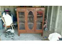 Display cabinet / bookshelf