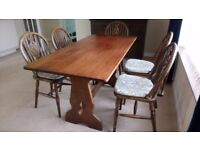 Excellent Quality Oak Dining Table and Six Chairs