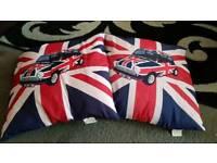 Pair of mini cushions