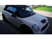 Mini Cooper S wite with leather and Sat Nav