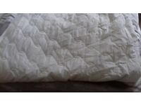 Debenhams quilted double mattress protector 135 x 190cm