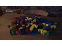200 wooden building blocks