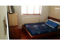 Double room /quiet calm place/ only 2 flatmates/ between South Ealing and Brentford