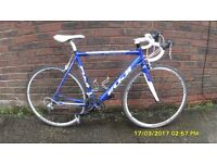 FUJI 18 sp RACING BIKE LIGHTWEIGHT 22in/56cm ALLOY FRAME/CARBON FORKS CLEAN BIKE RECENT SERVICE
