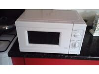 MICROWAVE OVEN IN WHITE, ONLY USED TWICE